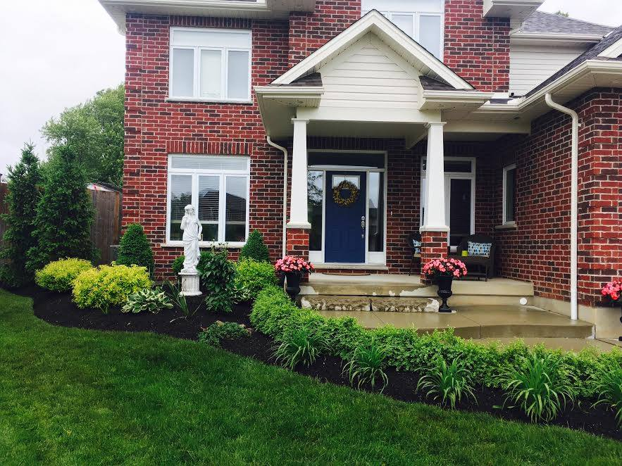 Luxury Home Front Yard Image | Green Ninja Lawn Care Service London Ontario